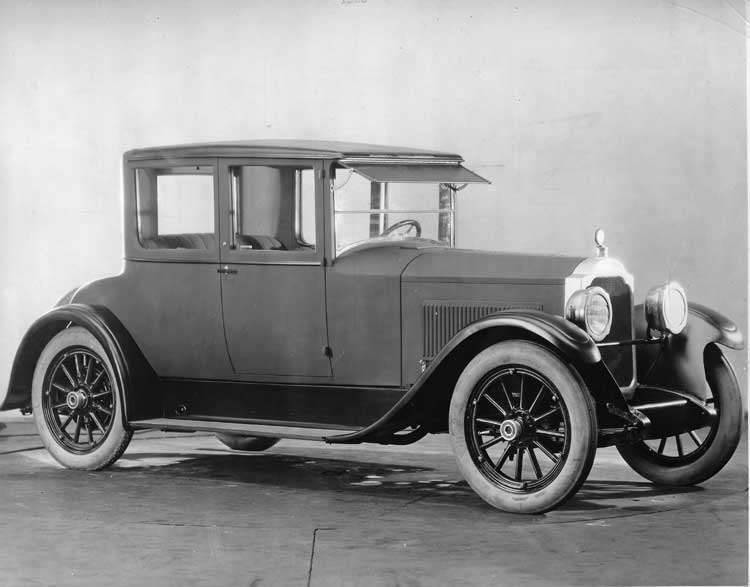 1922-1923 Packard coupe, three-quarter right front view