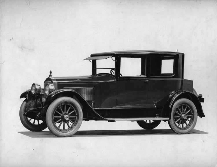 1922-1923 Packard coupe, five-sixths left front view