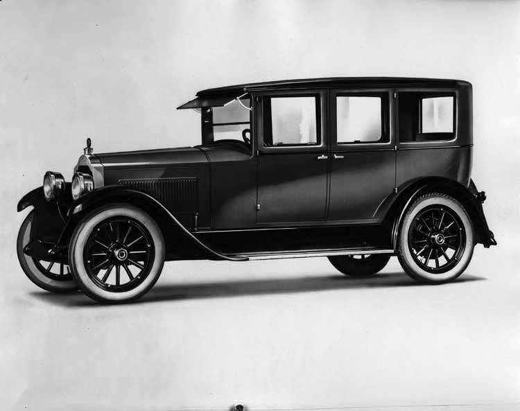1923 Packard sedan, seven-eights left front view