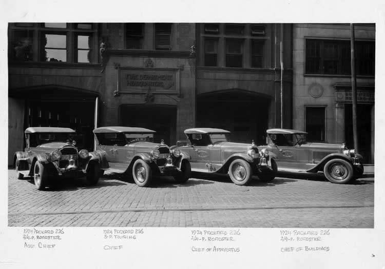 1924 Packard runabouts in front of Detroit Fire Department headquarters