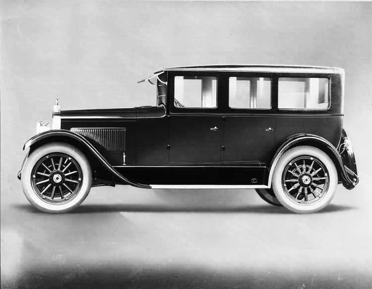1924 Packard touring sedan, right side view
