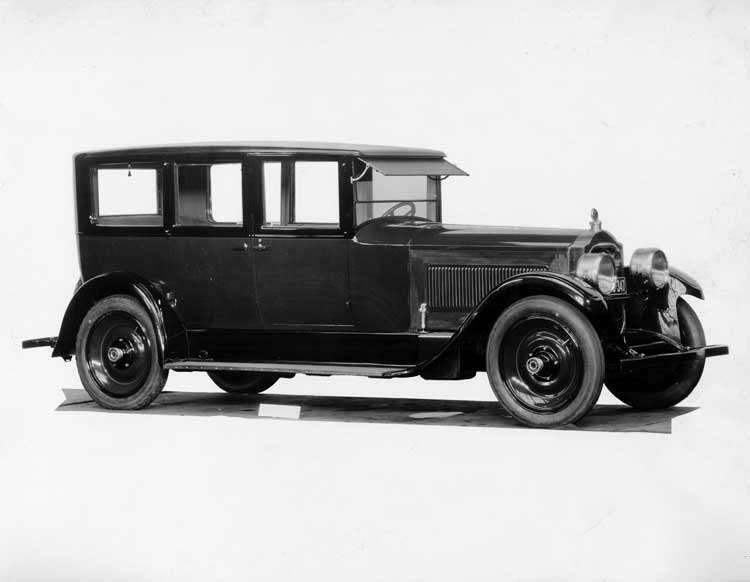 1924 Packard two-toned sedan, seven-eights right front view