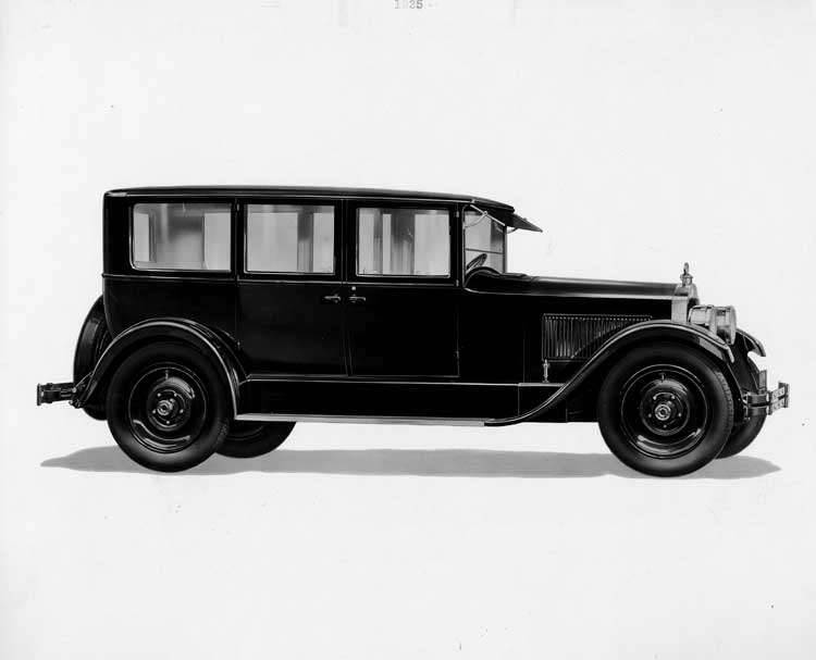 1925-1926 Packard sedan limousine, right five-sixths side front view