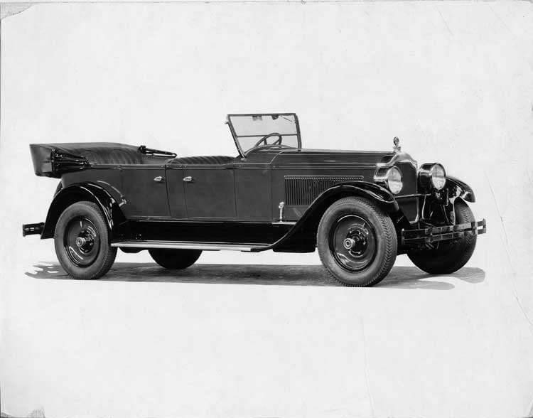 1925-1926 Packard two-toned touring car, right three-quarter side front view, top lowered