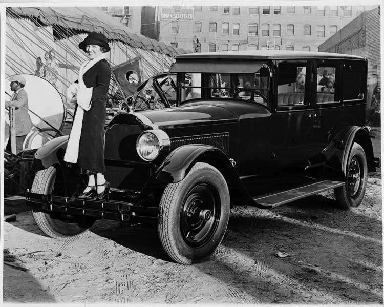 1925-1926 Packard sedan with woman on bumper