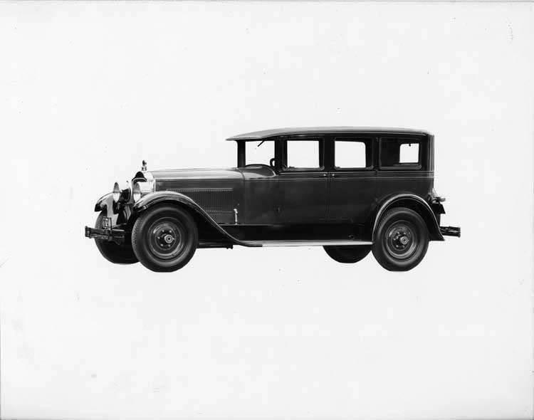 1927 Packard sedan, seven-eights left front view