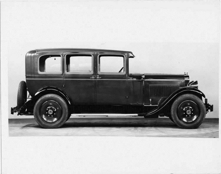 1929 Packard sedan, right side view