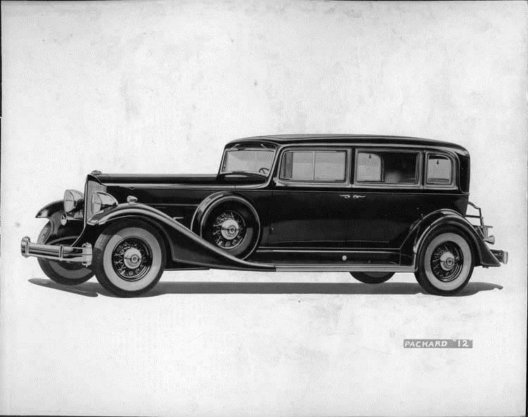 1933 Packard sedan, nine-tenths left side view