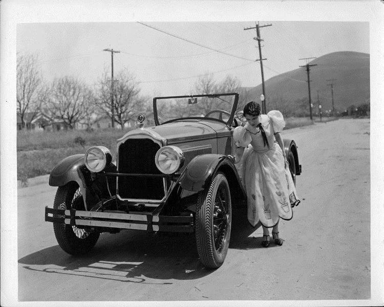1925-26 Packard runabout, actress Leatrice Joy standing at front fender