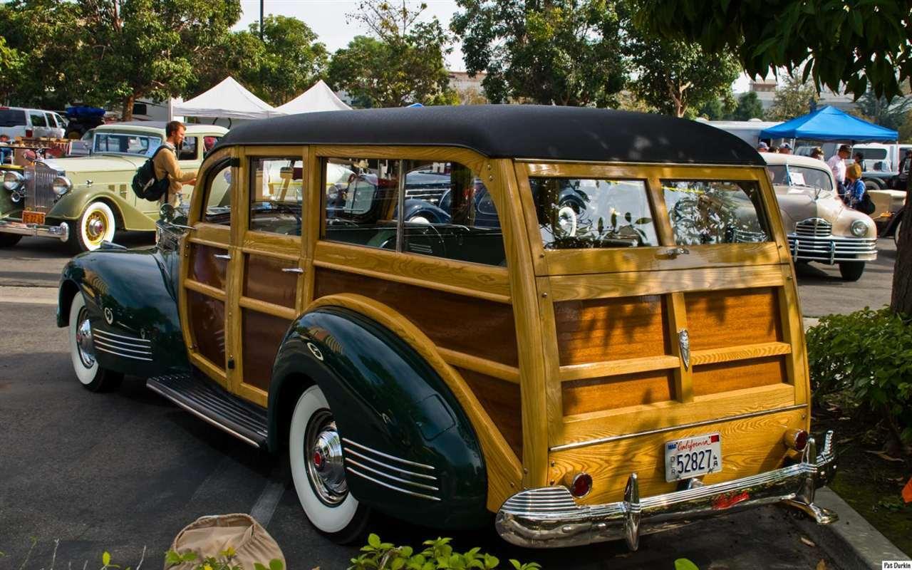1941 Packard model 1901 Station Wagon - dark green - rvl