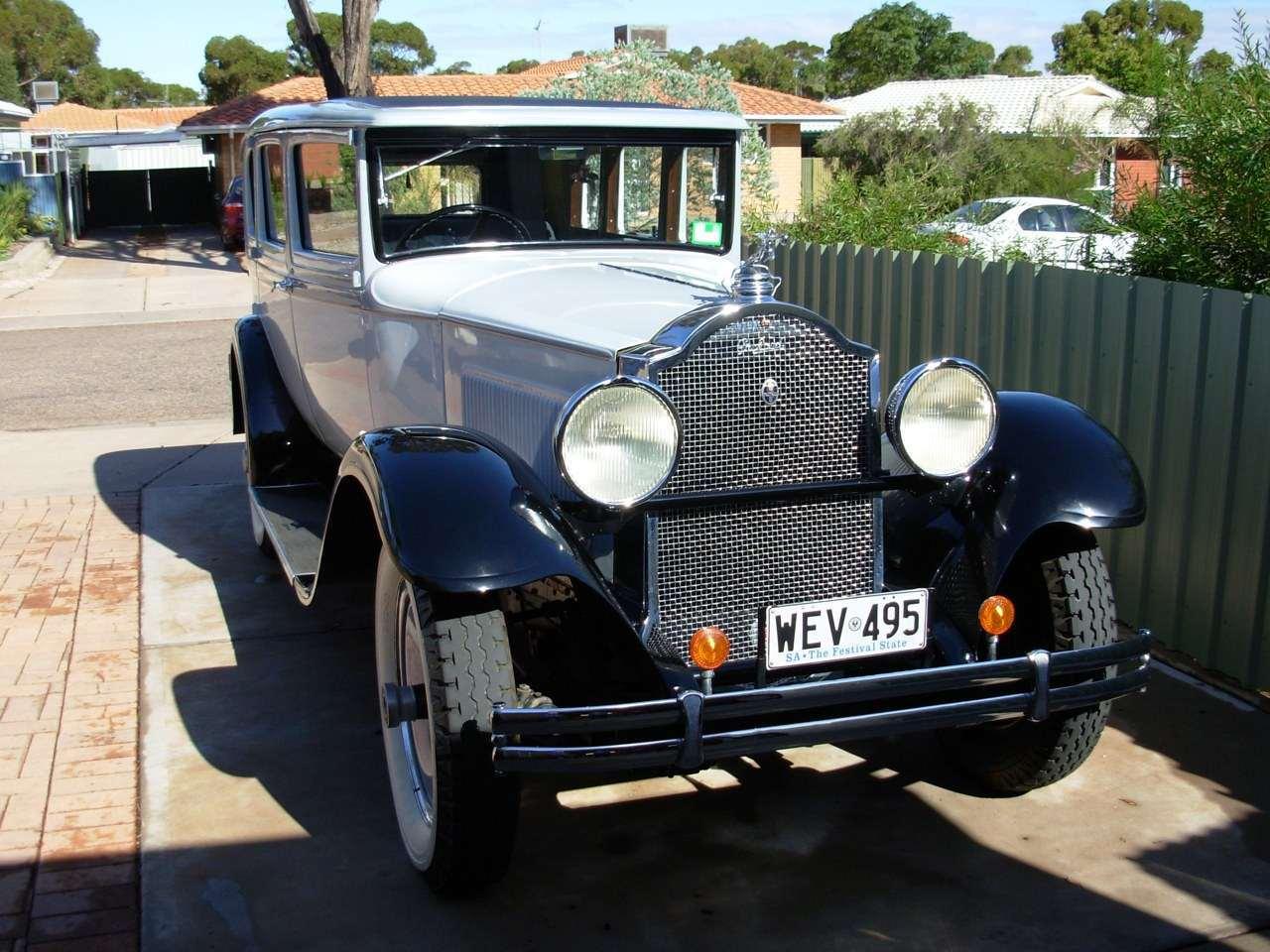 1930-726 Sedan 2