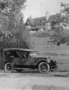 1922-1923 Packard touring car, mansion in background